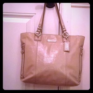 COACH nude leather tote in TIP TOP condition 💞💞